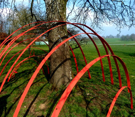installation landart rouge nature par catherine baas commune de la teste